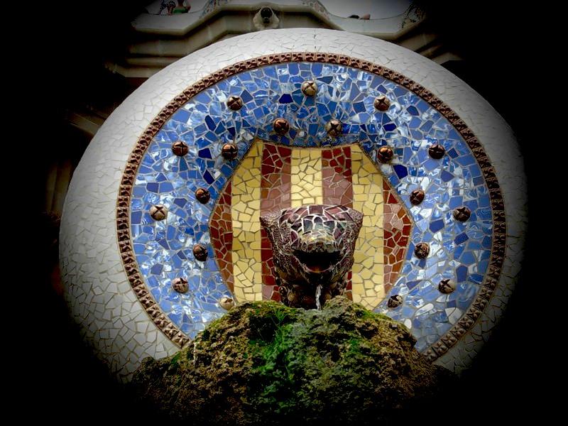 Барселона. Парк Гуэль. Мозаики Антонио Гауди