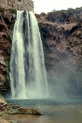 Огромный каньон. Водопад Муни.