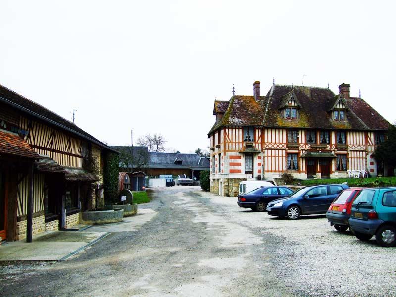 Нормандия, Не очень большая семейная фабрика, где производят Кальвадос